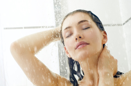 Siliconefree Shampoo Brands: Girl washing hair