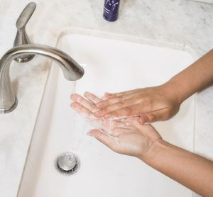 Hands wwashed with liquid soap without microplastics